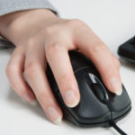 マウスでパソコンを使う人